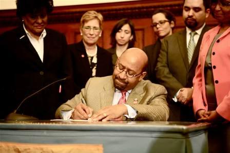 mayor_signing